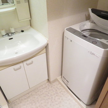 洗面脱衣所も完備(※写真は5階同間取り別部屋のものです)