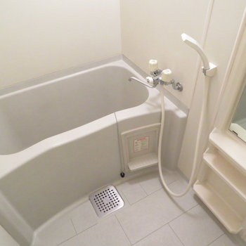 お風呂も十分綺麗です(※写真は5階同間取り別部屋のものです)