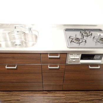 シンクボードで調理スペースを確保!