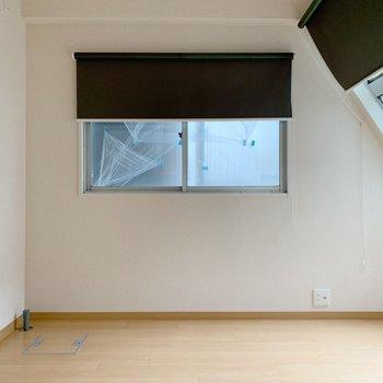 では奥の部屋へ。台形ですの変わった形。