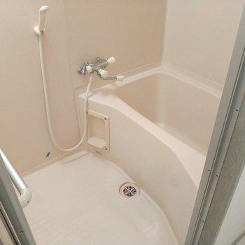 浴槽は小さめだけど、温度調節は楽々です!