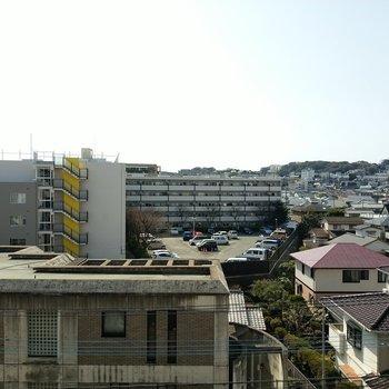 高い建物がないのでひらけた眺望。