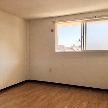 地下ですが、窓もあり明るいです。