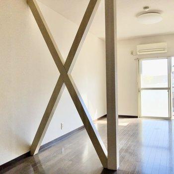 クロスの柱までキッチン部分、奥をリビングにゾーニングできそう!