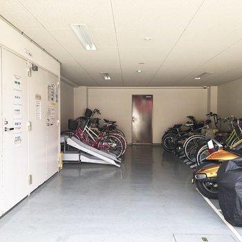 こちらがゴミ置き場と駐輪スペースです。