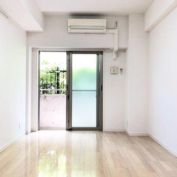 奥行きのあるお部屋です。※写真は1階の同間取り別部屋のものです