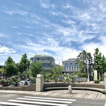 田調布駅前のロータリー。