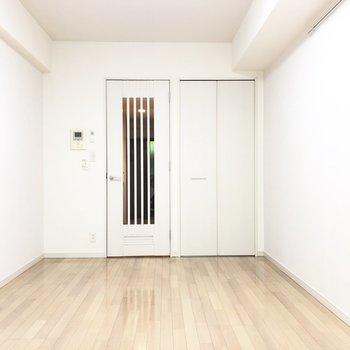 クローゼットを開けてみましょう。※写真は1階の同間取り別部屋のものです