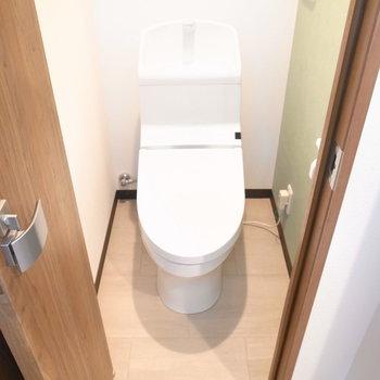トイレはかなり狭いのでご注意くださいね。