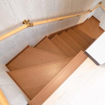 階段はそこまで急でもなく、登りやすかったです。では2階へ!
