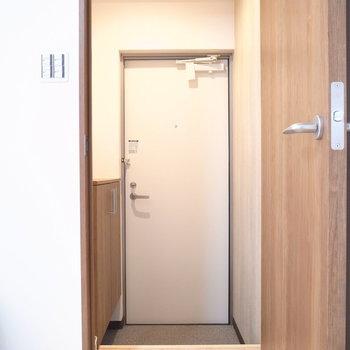 とびらを開けてすぐに玄関です。