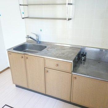 キッチン横に冷蔵庫も置けそうです◎(※写真は清掃前のものです)