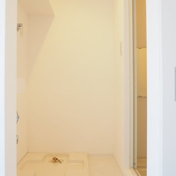 【3階】脱衣所です。洗濯機はこちらに。※写真は同間取り別部屋のものです