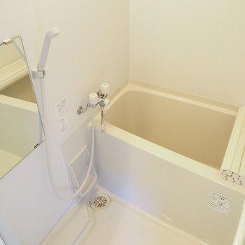 【3階】お風呂は追い焚き機能付きです。※写真は同間取り別部屋のものです