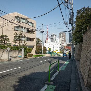 駅までの道中。東京タワーが見えます。