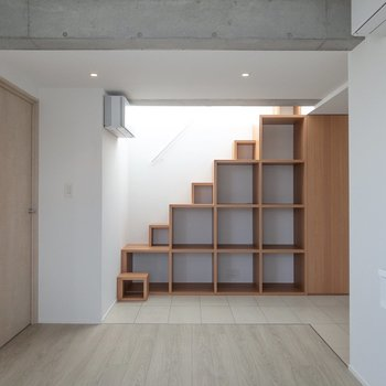 【LDK】階段を降りてきました。LDKを見ていきましょう。