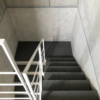 エレベーターもありますが、階段を使うこともできます。