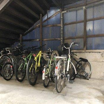 エントランスのワンフロア下に駐輪場がありました。
