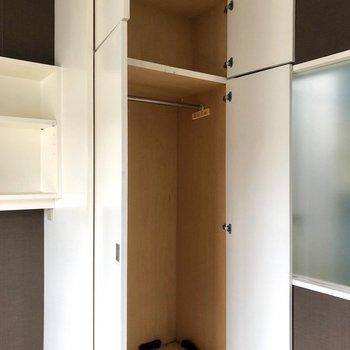 【Bed Room①】クローゼット大容量です。※写真はクリーニング前のものです