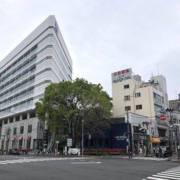 広尾駅前交差点です。