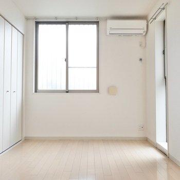 洋室にもエアコンつきです◎ (※写真は1階の反転間取り別部屋のものです)