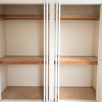 下段にはボックスを置いてスッキリ整理整頓。 (※写真は1階の反転間取り別部屋のものです)