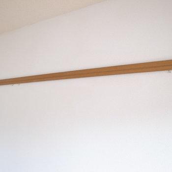 木製のピクチャーレールもあります。