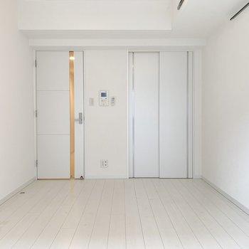 白色を基調とした綺麗なお部屋です。
