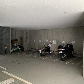 バイク置き場もあります。