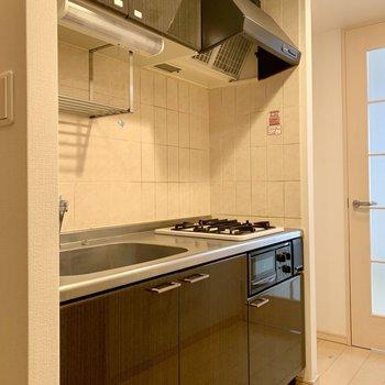 キッチン上下に調理器具がしっかり仕舞えます。※写真はクリーニング前のものです