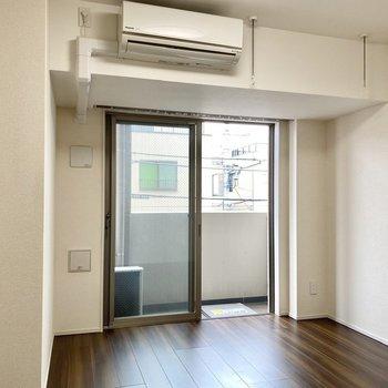 エアコンは備え付けですよ。※写真は3階の同間取り別部屋のものです