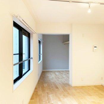 リビングからお部屋の眺めはこのように。