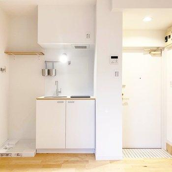 キッチンの隣に洗濯バンがあります。