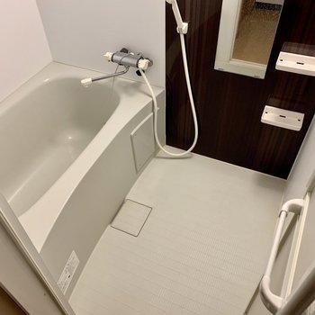 サーモ水栓だから温度調整らくらく。(※写真は8階の同間取り別部屋、清掃前のものです)