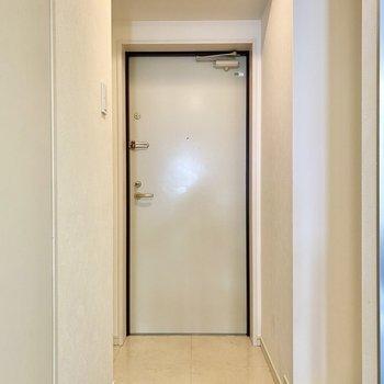玄関。タタキのタイル地に高級感を感じます。