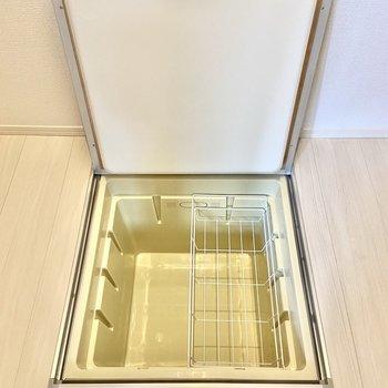 【洋室3帖】こちらには床下収納も。これ、意外と便利なんです。