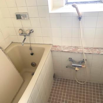 【工事前】浴槽は既存ですが、水栓や壁、床も新しくなります!