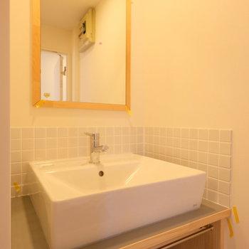 【イメージ】独立洗面台はタイルでかわいらしく!
