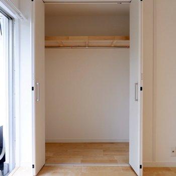 折戸の収納は大容量でありながら、スペースをとりすぎません。
