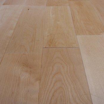 無垢床の雰囲気が良いですね。