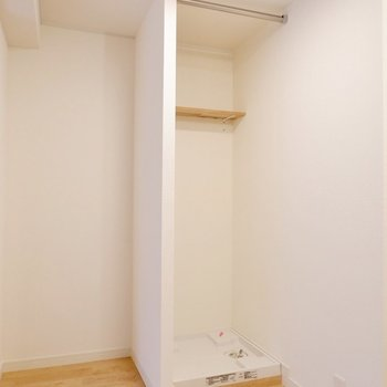 洗濯機置場は布で隠すことも可能です。