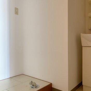 洗濯機置場は室内に◎(※写真は4階の同間取り別部屋のものです)
