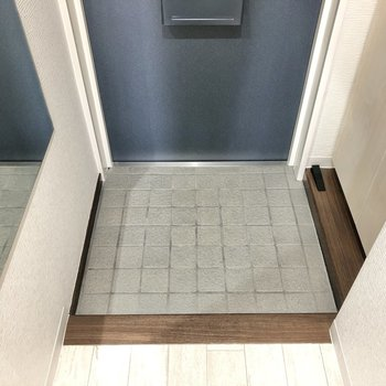 並べる靴は3足くらいにしてスッキリした玄関を目指しましょう♪