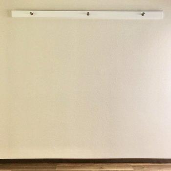 ウォールラックは見せる収納として活用しましょう◎(※写真は1階同間取りのお部屋です)