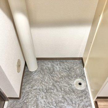 洗濯機用のスペースです、次は上を見てみると…(※写真は1階同間取りのお部屋です)