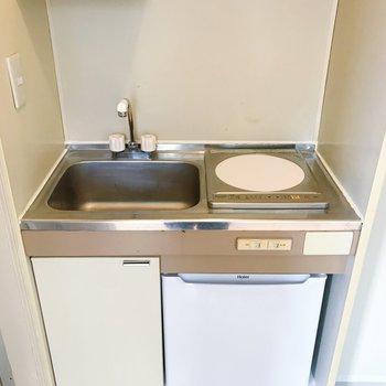 コンパクトに。※冷蔵庫は設備になります※写真は2階の同間取り別部屋のものです