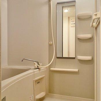 浴室乾燥機や棚がついているのが嬉しいですね。
