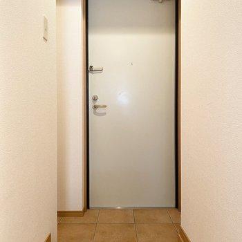 玄関もゆったり立てそう。