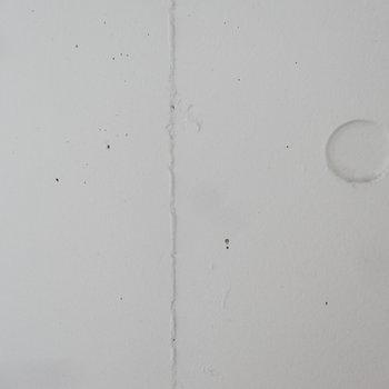 壁、コンクリだけど白なのがいいよね。(※写真は3階の同間取り別部屋のものです)