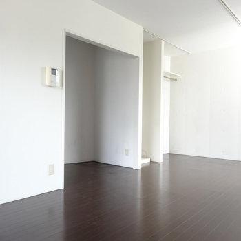 キッチンスペースに置く冷蔵庫は白かステンが似合いそう。(※写真は3階の同間取り別部屋のものです)